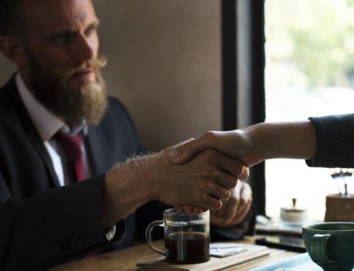 הפרת חוזה שכירות מצד המשכיר – האם לתבוע את בעלי הדירה?